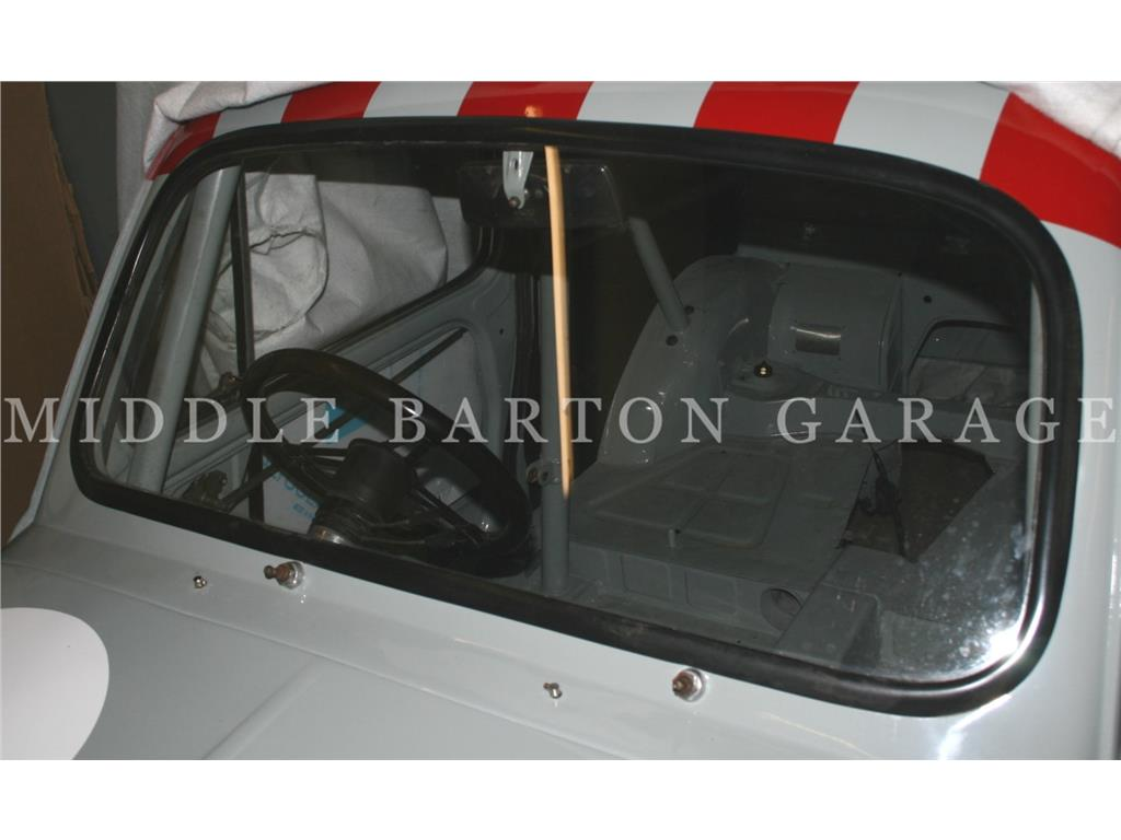 FRONT WINDSCREEN SEAL 600D - MOULDED O.E SEE HNG1000006705