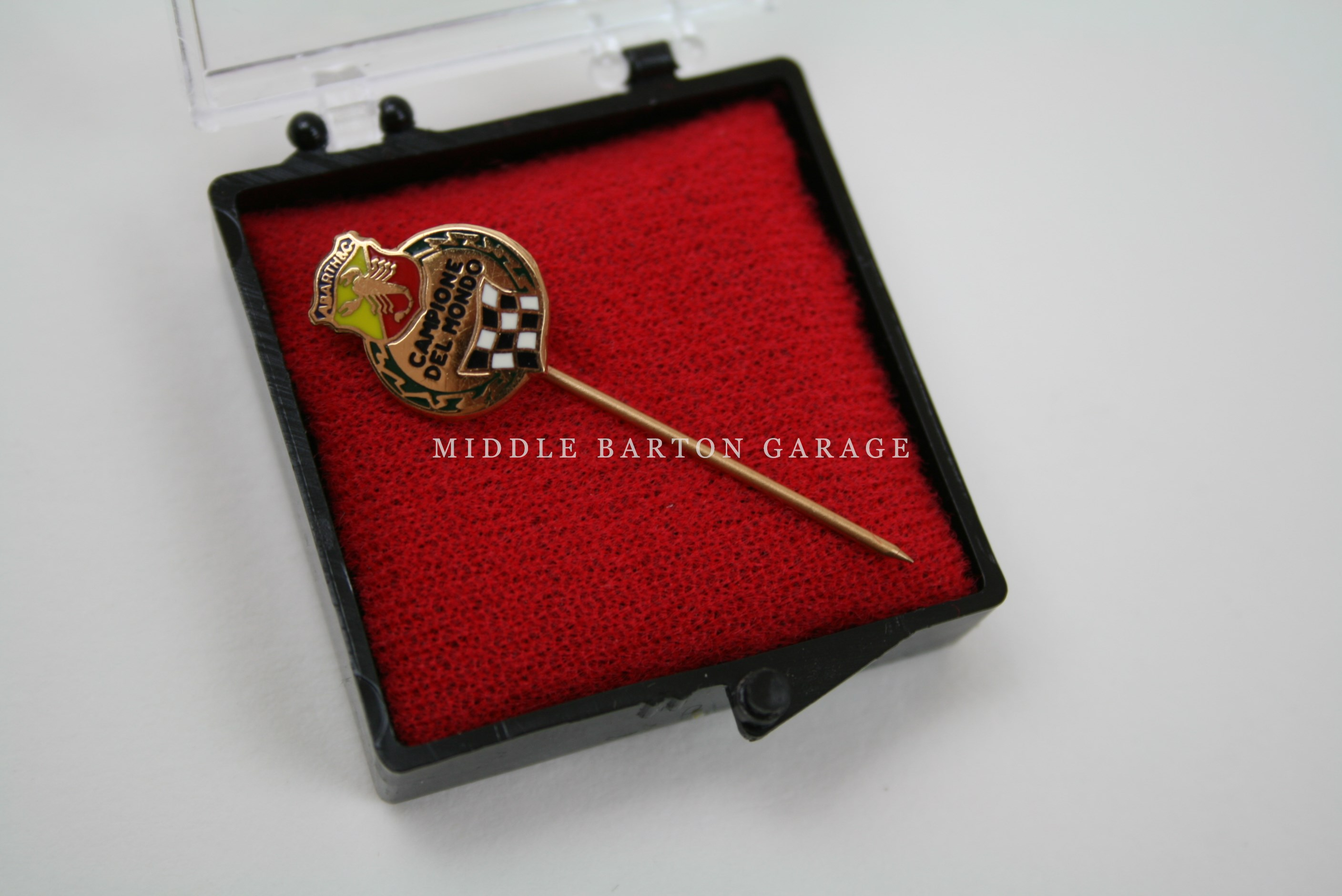 ORIGINAL 1960's CAMPIONE DEL MONDO PIN - BRONZE COLOUR