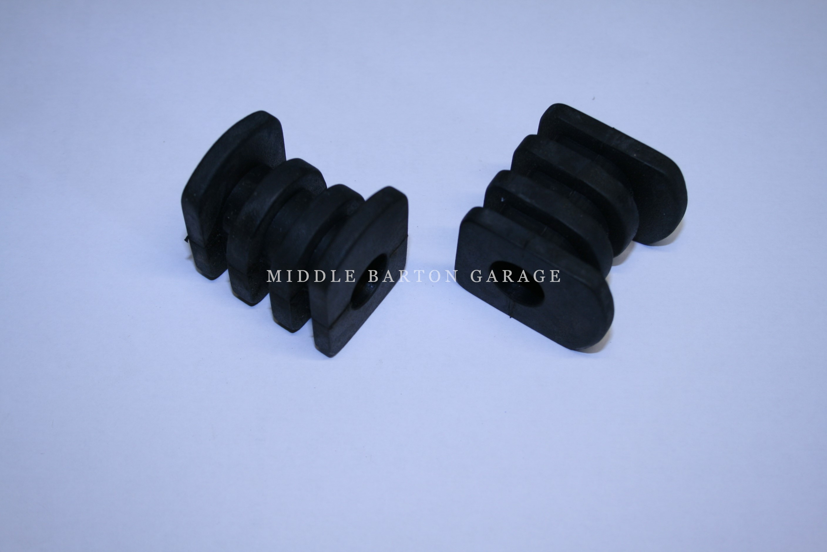 ANTI-ROLL BAR MOUNT BUSHES 850 (PAIR)